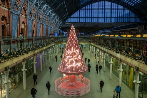 Read more about the article St. Pancras Is Pretty in Pink With The 2020 Tree of Hope.