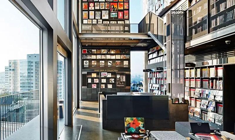 inside hyundai card music library