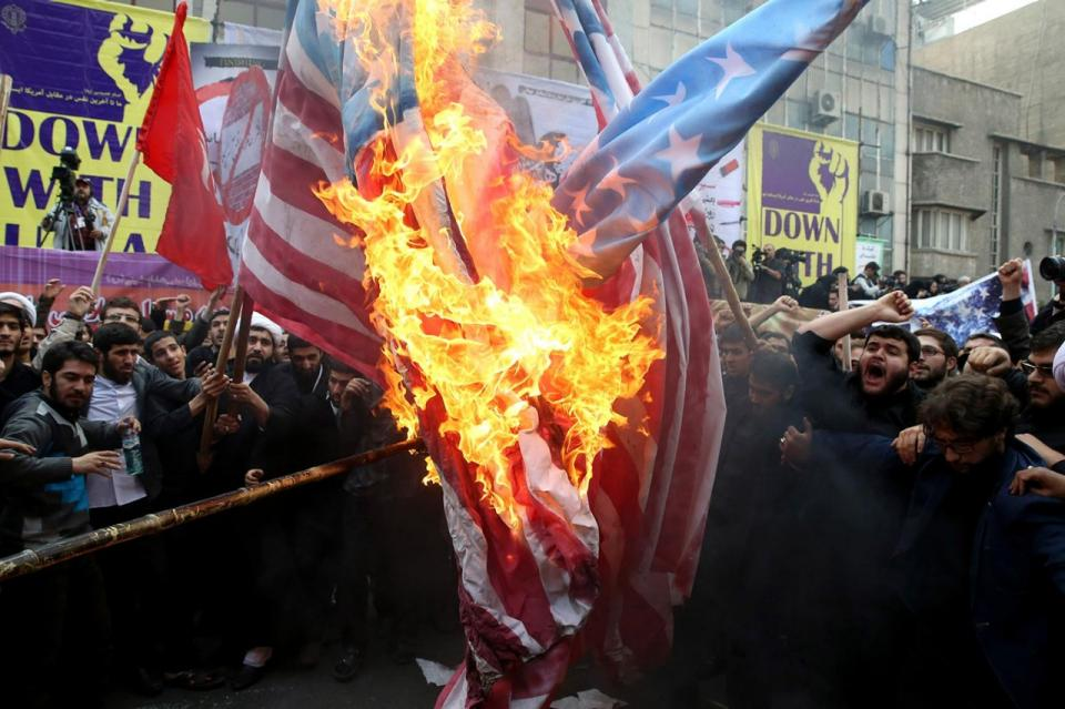 IFMAT - Iranians burn USA flags
