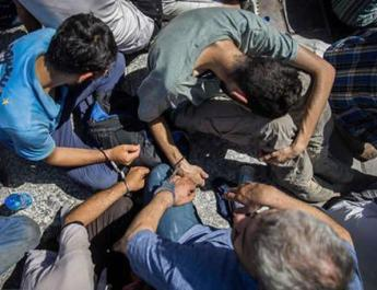 ifmat - Iran Regime Parades Shackled Youths in Despicable Form of Punishment