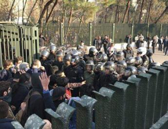 ifmat - 1000 Detained Iranians protesters at risk of torture