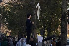 ifmat - Iranian girls risk imprisonment to protest mandatory hijab