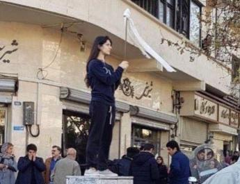 ifmt - Iranian womens risk arrest as they remove their veils