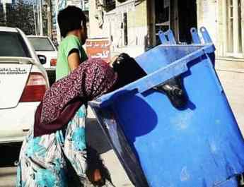 ifmat - Poverty in Iran leads children to search through rubbish