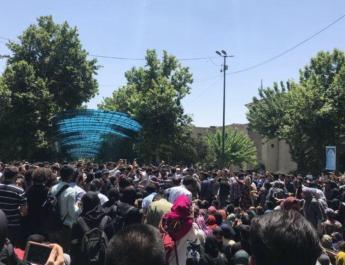 ifmat - Vigilantes attack Tehran university students protesting strict Hijab