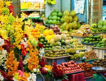ifmat - Luxury fruits imported in Iran for the rich while others live in poverty