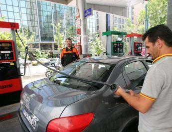 ifmat - Pressed by US sanctions Iran raises fuel prices