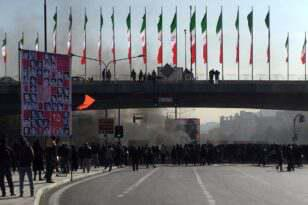 ifmat - Why Iranians are setting their own banks on fire