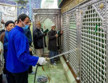 ifmat - Iranians licking religious shrines in defiance of coronavirus spread