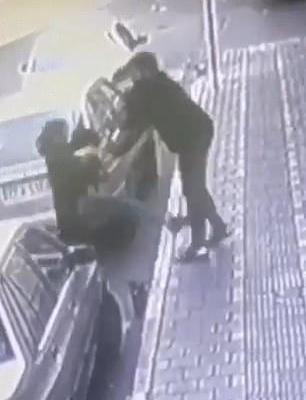 ifmat - Man attacked a woman in Iran in an alleged row over her veil