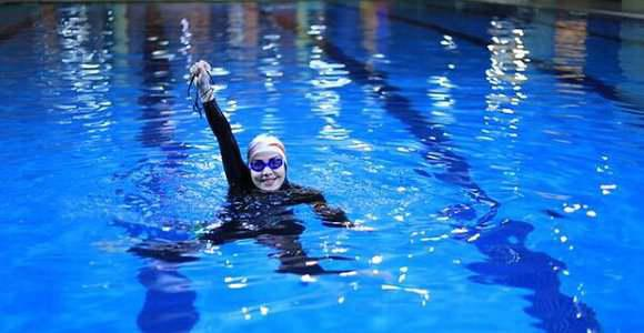 ifmat - Iranian female swimmer may be in trouble for communicating with other athletes around the world
