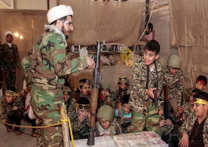 ifmat - Syrian children receive military training from an Iran-backed militia