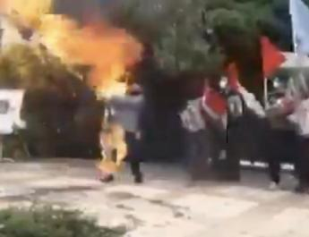 ifmat - Video shows Iranian man burning Israeli flag which then sets him on fire