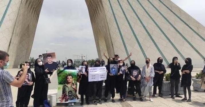 ifmat - Mothers of slain protesters detained in Tehran in protests