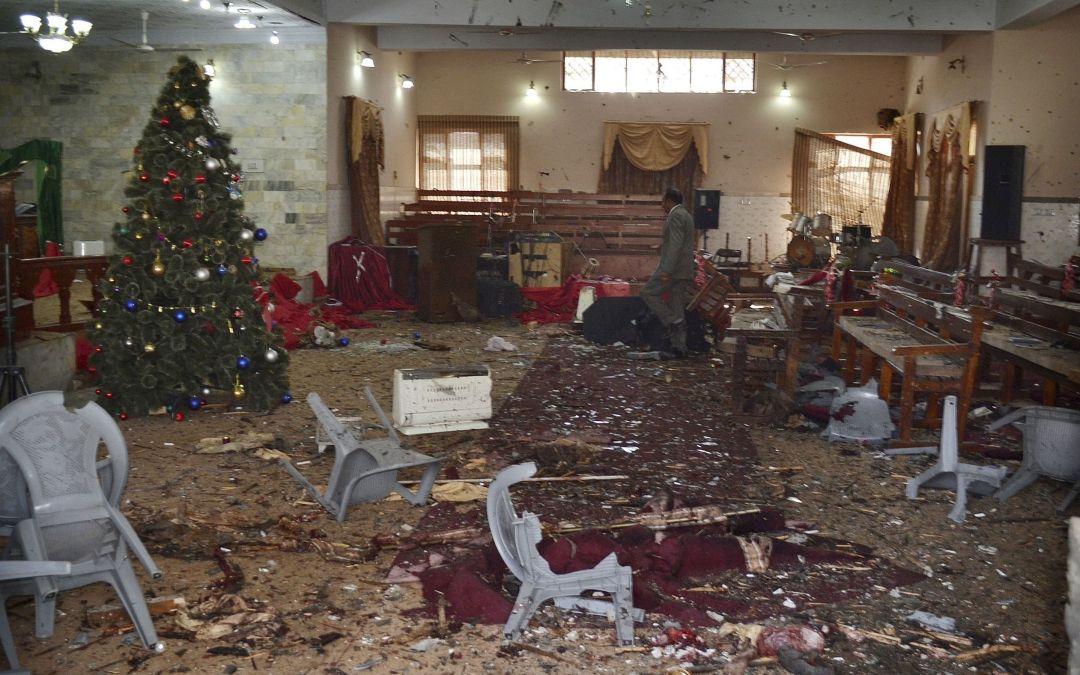 Ore por Pakistán… Al menos nueve muertos y 30 heridos en un ataque contra una iglesia metodista en Pakistán