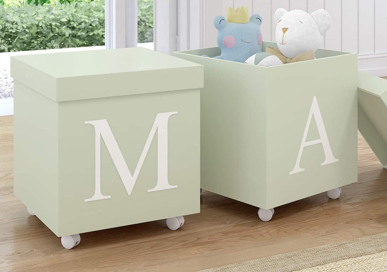 Guardar as fraldas do bebê em caixas no chão