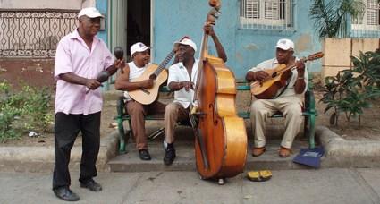 Classica strada di Cuba con musica