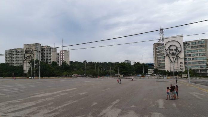 La gigantesca Plaza de la Revoluciòn a Vedado a L' Avana