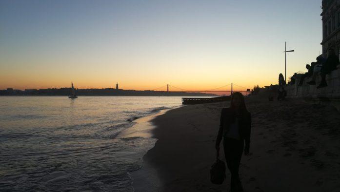 Adattarsi a Lisbona consiste anche nel godere di questi colori al crepuscolo