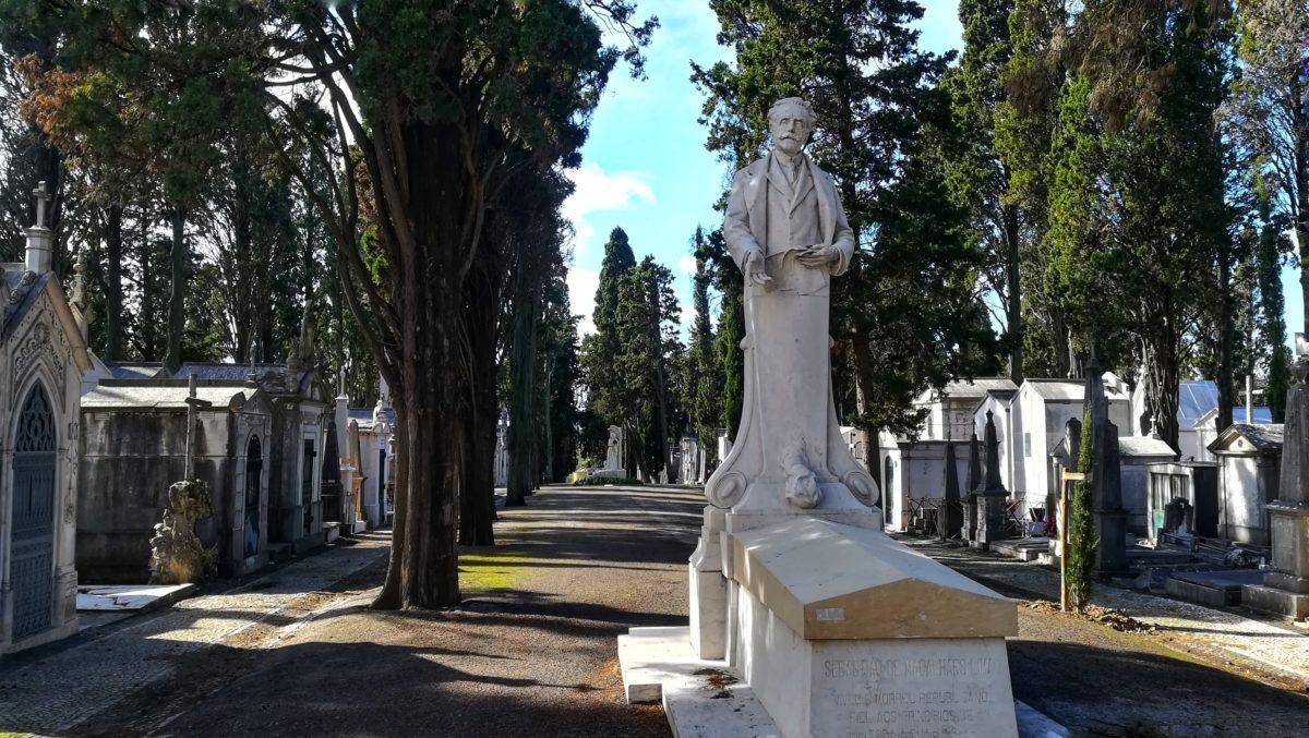 Una domenica mattina al Cimitero Dos Prazeres di Lisbona tra monumenti e la tomba di Antonio Tabucchi