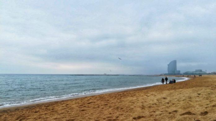 La bella spiaggia della magica Barcellona