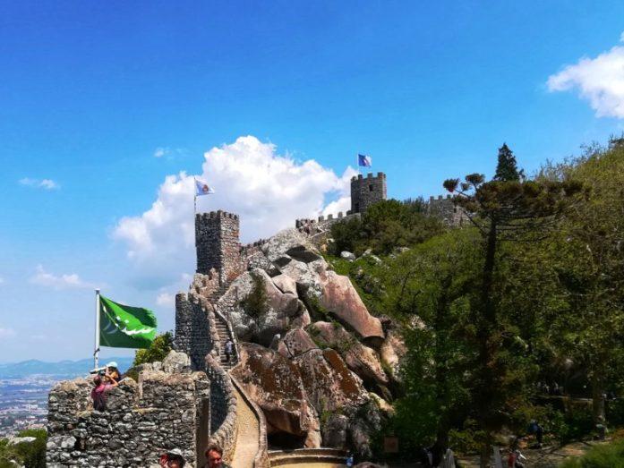il castello dei mori e e le sue rovine a sintra