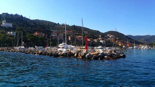Barca per isola giglio
