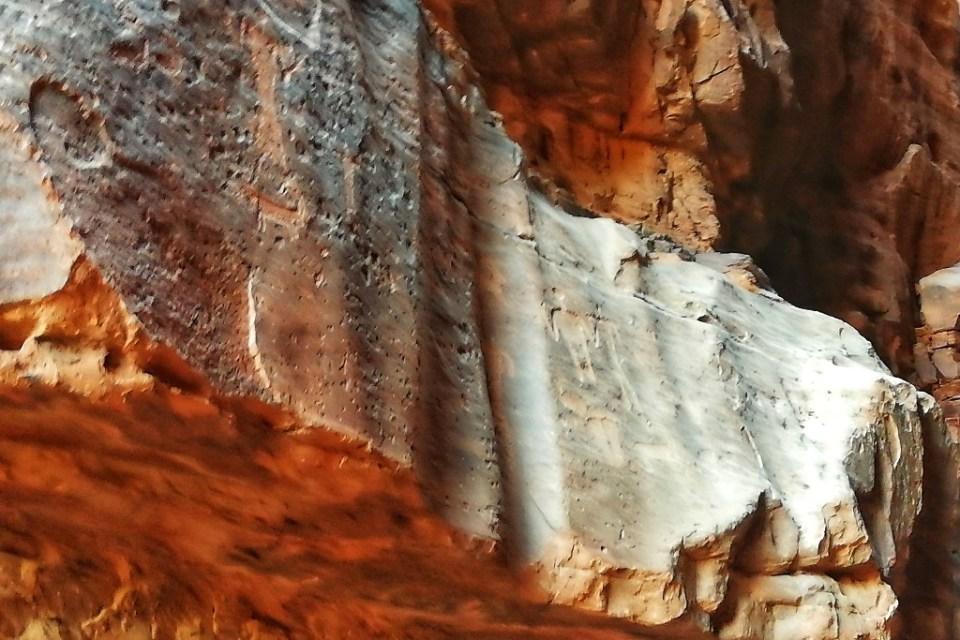 disegni su roccia nel deserto