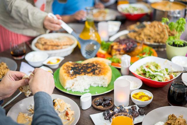 İftarda Ağır Beslenirsek Neler Olur?
