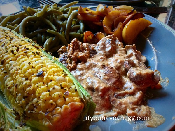 Cube Steak with Mushroom Gravy, Down to Earthy Green Beans, Granny Green's Fried Apples and fresh corn on the cob...what could be better?