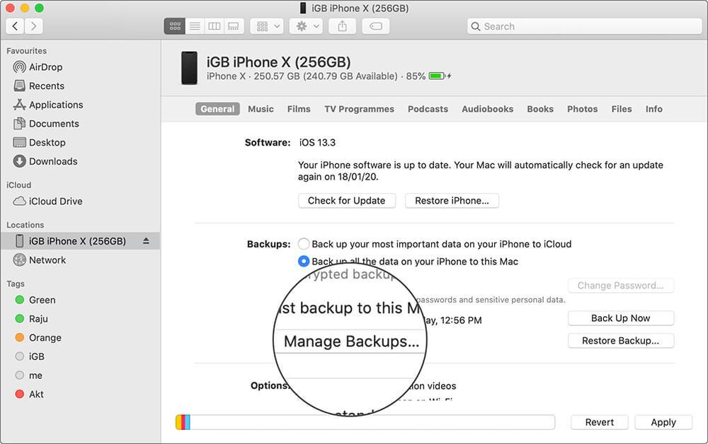 Нажмите на Управление резервными копиями в приложении Finder на Mac