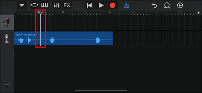 Перетащите длинную вертикальную полосу, чтобы обрезать часть голосовой заметки в приложении GarageBand