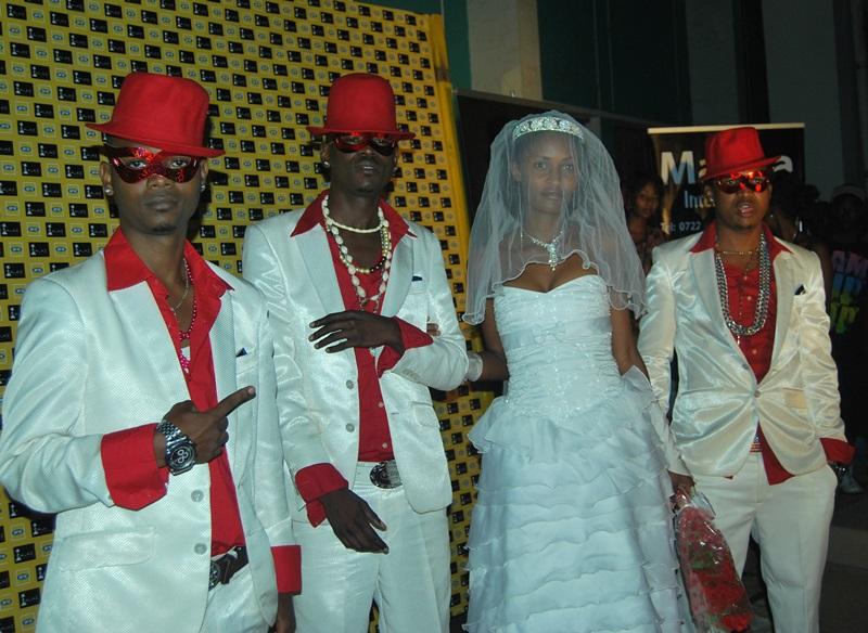 Aha ni muri 2012, Just Family yari yaratangiye gukoresha amarozi ndetse n'uyu mukobwa bari bitwaje bamwambitse nk'umugeni ntiyavuzweho rumwe