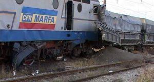 Tragedie pe calea ferată! Două locomotive s-au ciocnit: o persoană a decedat, iar alta se află în stare gravă!