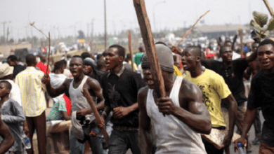 """Koforidua: Angry youth serve thieves """"koko"""" and bread, after beating him"""