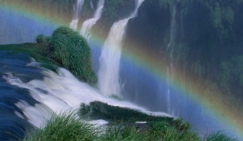 the rainbow in iguazu falls
