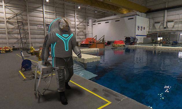 nasa-spacesuit02