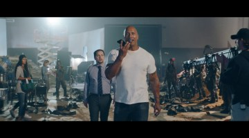 iPhone 7 — The Rock x Siri – Leg Day