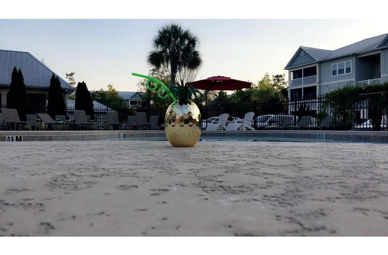 pineapple drink poolside in pensacola Florida