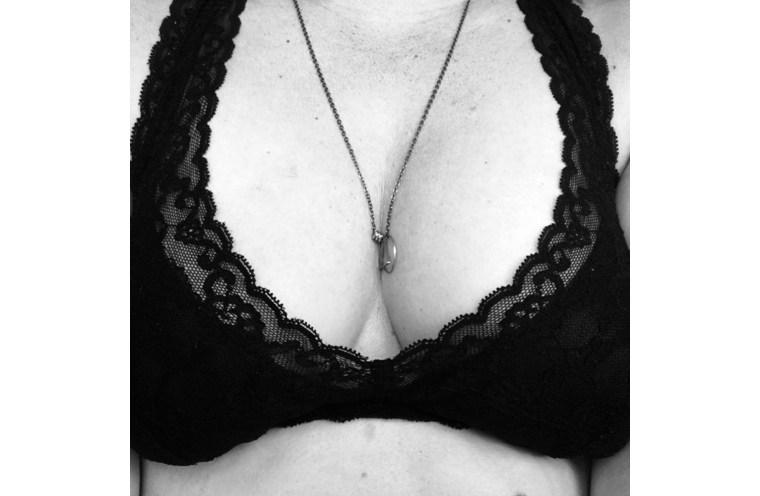 mammogram boob shot black and white