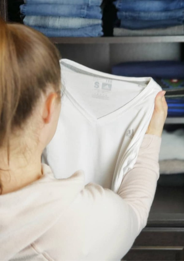 How to Declutter Clothes – A Step-by-Step Guide