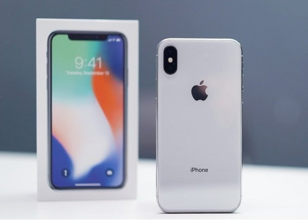 iPhone-X-Unboxing-700x500