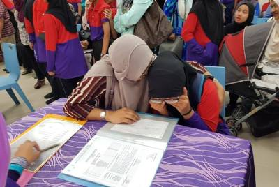 Setiabudi Primary – Moments during UPSR Result Collection