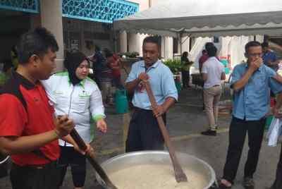 Gotong Royong Cookout & Bubur Lambuk Distribution