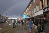 Koningsdag IJmuiden gestart onder Adelijk regenbooglintje