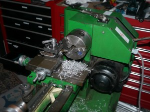 g1550 grizzly lathe with chips. lathe similar to g4000.