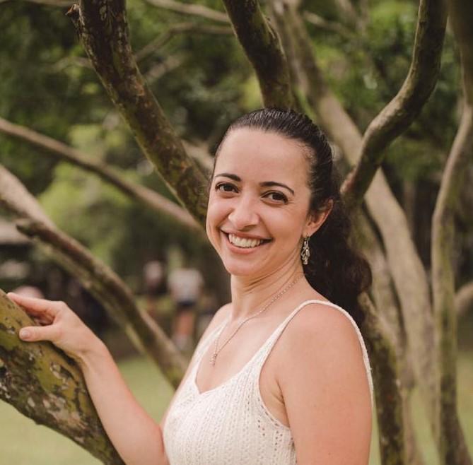 Kellen Oliveira Szeliga