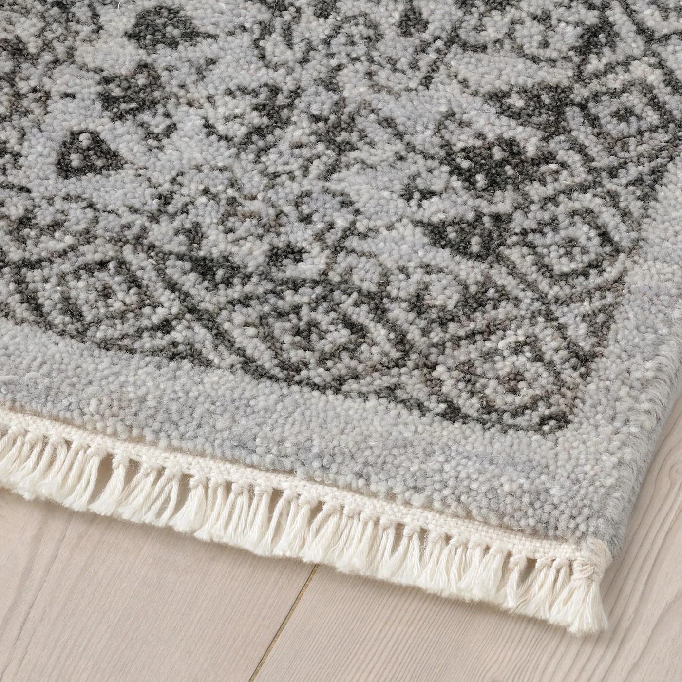 helligso tapis poils ras fait main gris argent 4 7 x6 7 140x200 cm