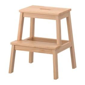 BEKVÄM Marchepied IKEA Le bois massif est un matériau naturel et solide.