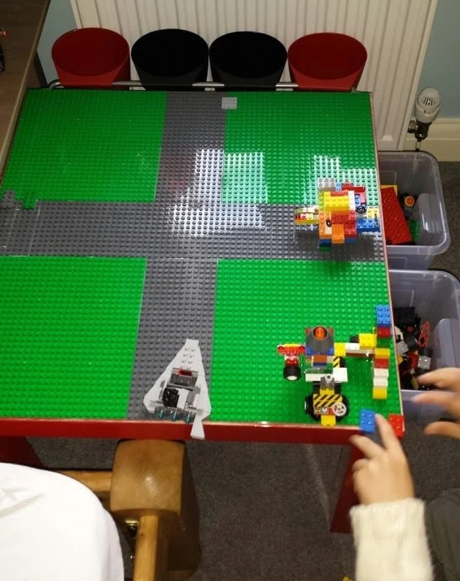 Lego play table with drawer storage ikea hackers for Ikea lack lego table